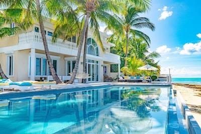Paradise Lagoon Beach South, Paradise Island, Bahamas