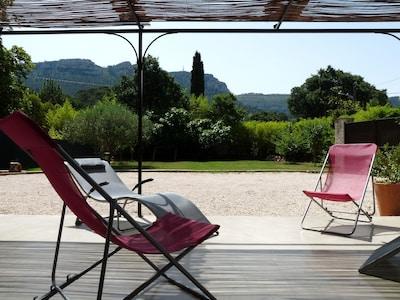 Jolie maison avec  grand jardin - belle vue sur le cap canaille. jardin clos