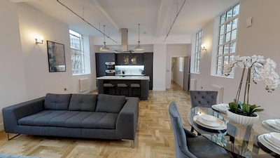 Grand Stay At Sassie Homes, Birmingham City Centre, With Free Parking