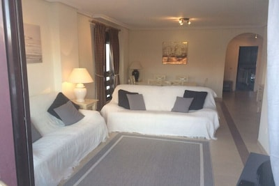 Very Spacious 2 Bedroom Apartment in a Complex with 3 pools