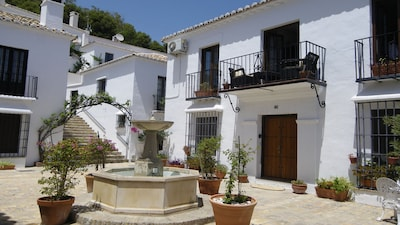 Vacaciones tranquilas e idílicas en el apartamento del pueblo de montaña de Mijas, perfecto para dos.