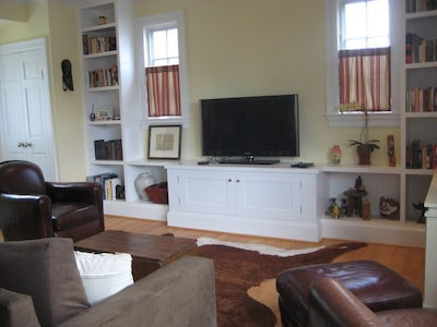 Wide-screen TV with digital cable and Netflix