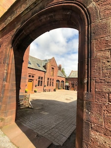 Grade 2 Listed Converted Stables Offering Exceptional Space And Quality.