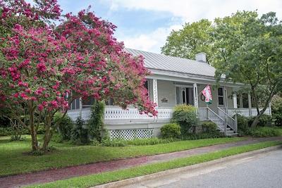 Murfree-Williams House circa 1801 in the Murfreesboro, NC Historic District