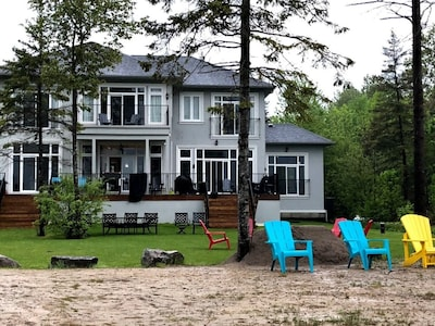 New Lakehouse on Private Sandy Beach, 5 Minutes from Bobcaygeon, Plenty of Toys