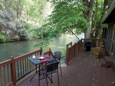 CozyCabinonBankofCartecay/River access/WiFi/Dogs OK/Self Check-In&Out/Clean
