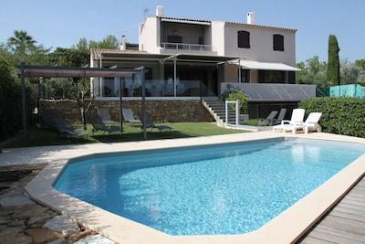 Villa dans lotissement très calme sur terrain de 600m². Climatisation..