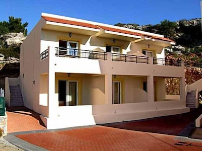 Coloma Apartments in Pefkos