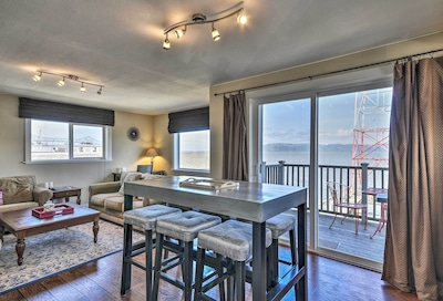 Catch stunning views of the Columbia River from inside this coastal condo!