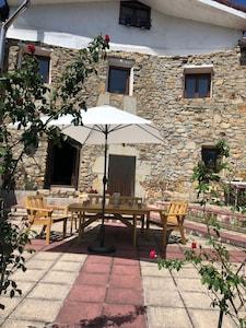 Alquiler casa completa de piedra en Concejero  en el Valle de Mena - 8 personas