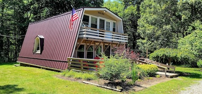 3 BR, 1.5 BA traditional chalet with hot tub!