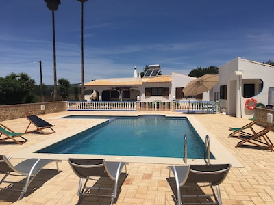 FARM OF THE TWO PALM TREES - SPACIOUS VILLA WITH SWIMMING POOL AND BBQ