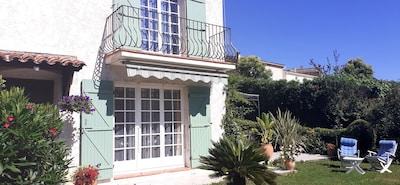 Charmante maison provençale dans résidence privée et sécurisée.