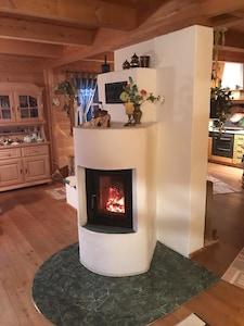 Damit ihr euch zu Hause fühlen könnt, zünden wir gern den Kamin für euch an.