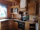 In der voll ausgestatteten Küche findet ihr alles Nötige, um euch zu versorgen.