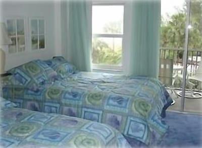 Second Bedroom   QUEEN & FULL SIZE