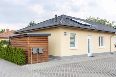 Ferienhaus (80qm) mit Fahrradgarage und kostenlosem Parkplatz direkt vor der Tür