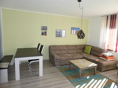 Wohnzimmer mit Eessecke