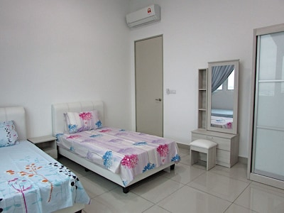 3rd bedroom with 2 super single beds