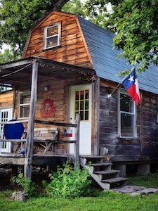 Secluded Cabin far from the bustle but close enough for comfort