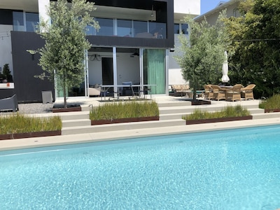 Santa Monica home with Solar heated pool for lazy summer days or a good workout!