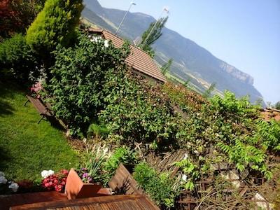 Casa adosada con jardín en urbanización tranquila y preciosas vistas del Pirineo