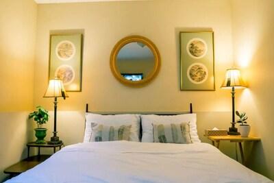 Bedroom 1 with queen bed & tv with Netflix