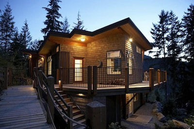 Waterview architectural gem!  The Perch offers relaxed, romantic seclusion!
