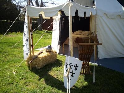 Tente médiévale avec lit 2 personnes