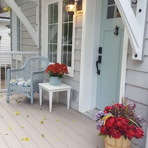 Front verandah entrance with a Nantucket charm