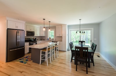 Open concept living, dining and kitchen area sure to please! All hardwood floors