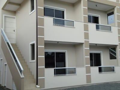 Excelente apto 1 quarto (1º piso - S3), em Ponta Das Canas, Florianópolis