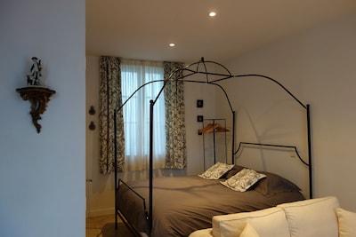 Appartement de charme et confortable avec terrasse, à proximité du Château