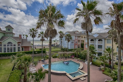 Galveston meets Key West in this Beach Condo...Steps to Galveston Beach and Bay!