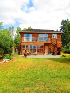 Oyster Bay Beach House is located on BC POINTE at the end Ladysmith Harbour