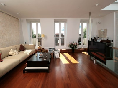 Fabulous 2-Bedroom Flat to share with a Housekeeper with Balcony, Top Location
