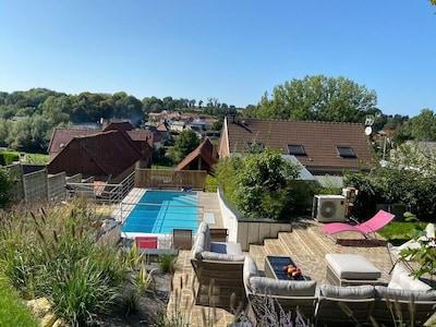 les terrasses hautes et la piscine