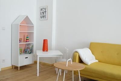 Für Kinder gibt es einen kleinen Spielbereich mit Büchern und Spielzeug.
