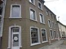 C'est l'ancien hôtel de la gare à Longlier qui a été rénové complètement en gîte