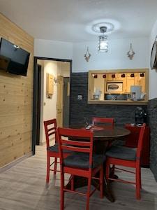 Appartement de bois et de pierre entièrement rénové