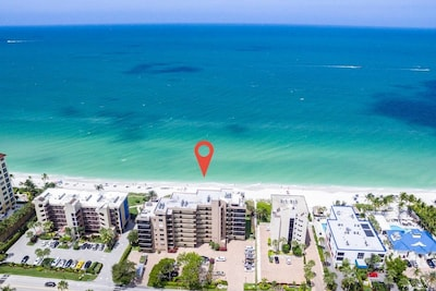 Walk to the Beach from this 7th Floor Unit!