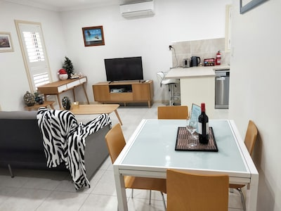 Cute and Quiet Flat at Elanora Heights