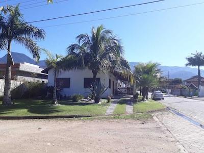 Casa térrea em condomínio fechado - Praia da Mococa- Mar Verde