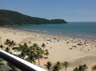 Maravilhoso Apto com Varanda Gourmet de frente para a Praia e Wi-Fi.