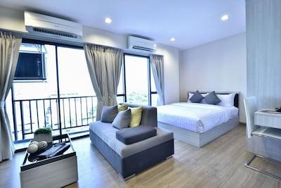 Beautiful Superior room in Ekkamai soi19