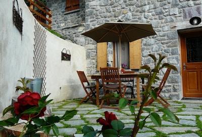 Terrasse entrée Ecogite Mercantour
