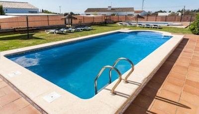 Chalet pareado en parcela privada con piscina compartida en Roche - Conil
