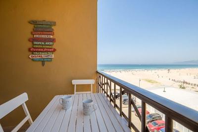 Terasse avec vue sur mer et le Waikiki (bar de plage réputé)