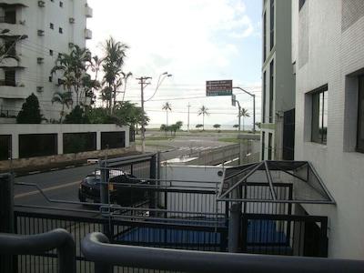 Belíssimo apartamento, arejado, á 50m da Praia do Centro.