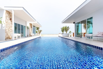 Villa overview - Pool Access with sea view